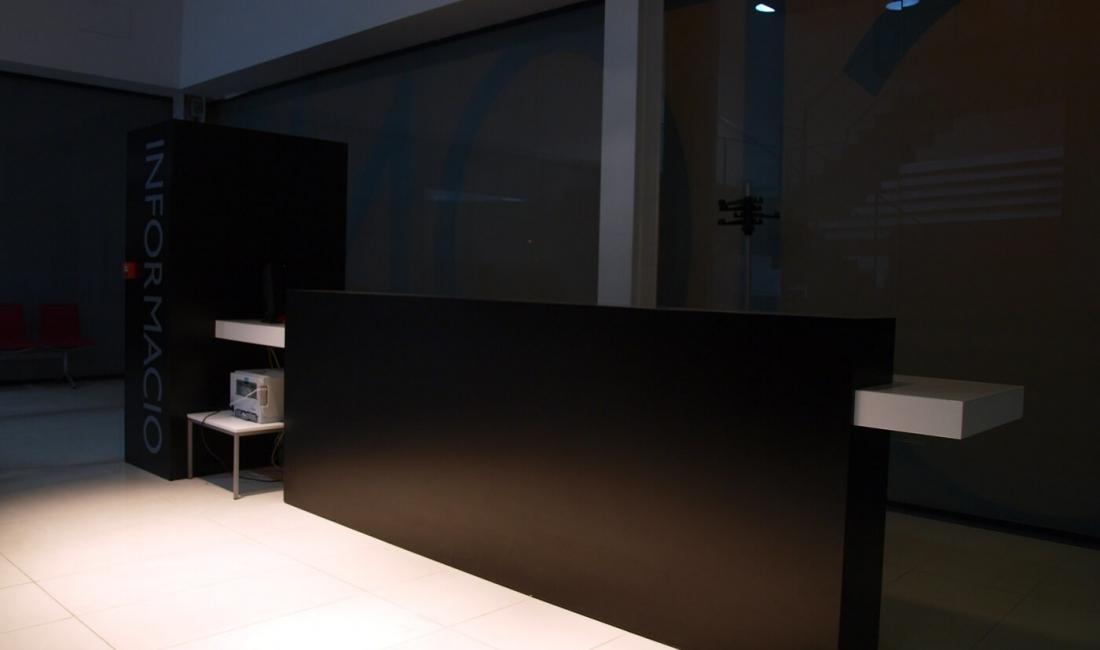 Mobiliario de oficina en el arxiu de muro de alcoy for Oficina i arxiu